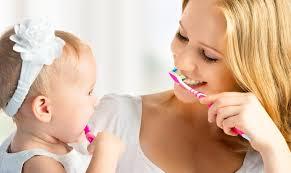 Как научить малыша чистить зубы?