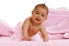 Почему новорожденный ребенок срыгивает после кормления