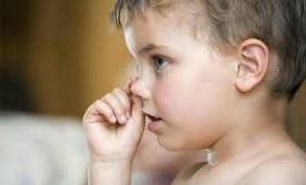 Что делать, если ребенок ест козявки?